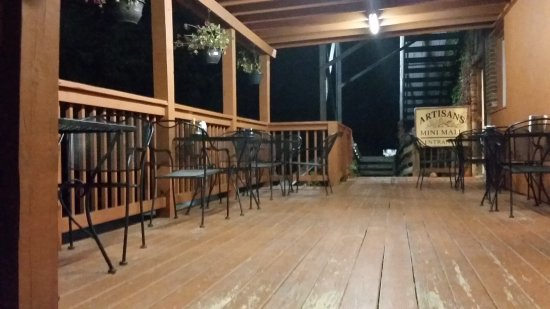 Floyd, VA: outside seating deck