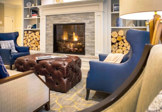 Bay Harbor, MI: Lobby Fireplace