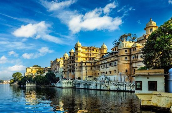 Udaipur Full-Day Sightseeing Tour ...