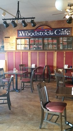 Woodstock, VA: indoor seating area