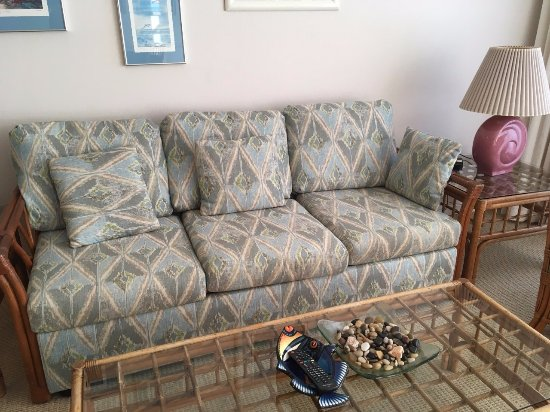 Napili Point Resort: Furnishings brought to you by Golden Girls do Hawaii