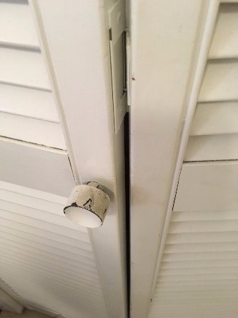 Napili Point Resort: Another disgusting doorknob, to the hall closet/washer/dryer