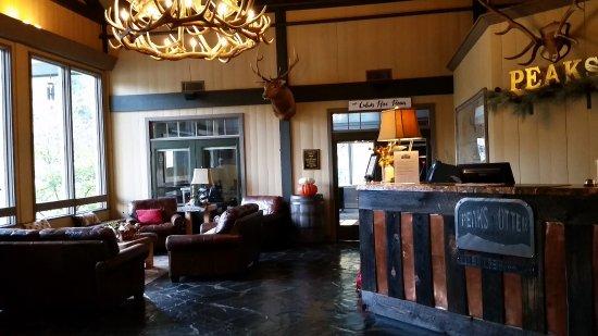 Bedford, VA: lobby area