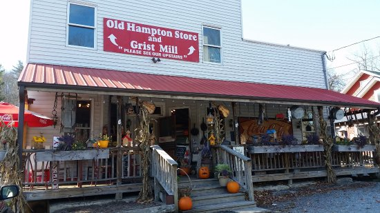 Old Hampton Store and BBQ : the front of the store