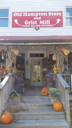 Old Hampton Store and BBQ : store front