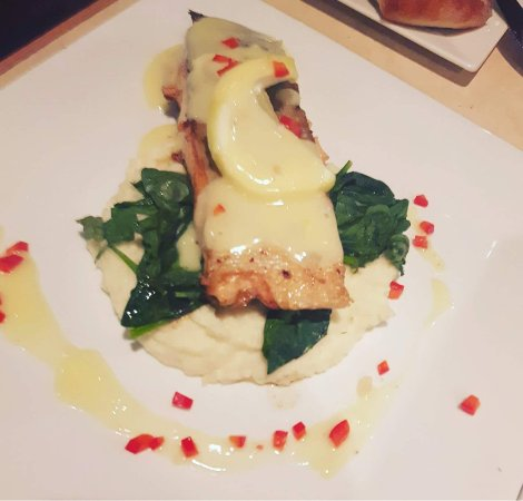 Creston, Canada: Salmon with a lemon butter sauce ...delish