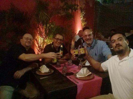 Los Tres Gallos: Unas cervezas, amigos y buena comida, que mas se puede pedir?