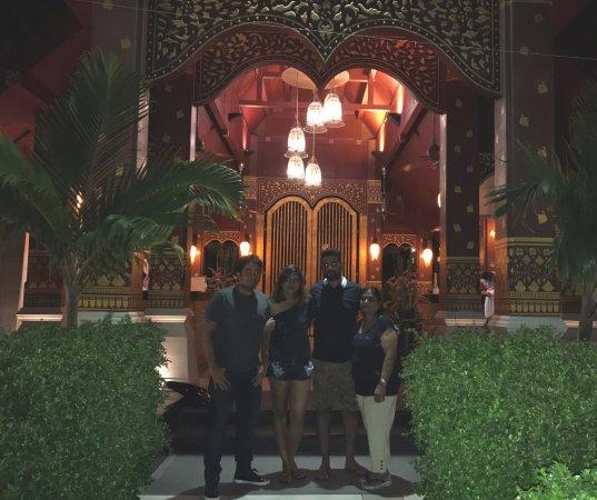 Burasari Resort: Picture at the Hotel entrance...