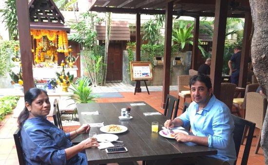 Burasari Resort: Breakfast time with Mom...