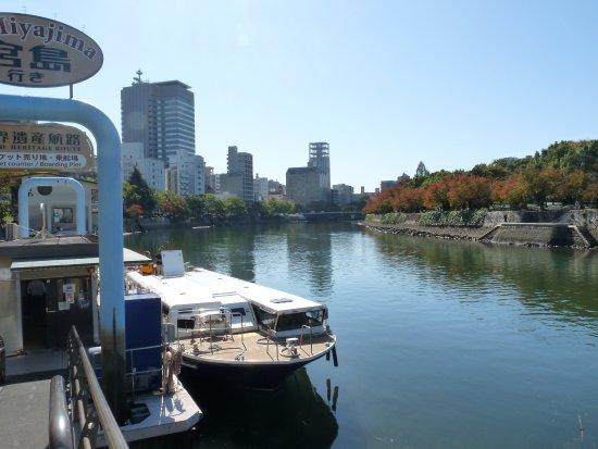 Hiroshima Prefecture, Japan: 対岸が平和公園です