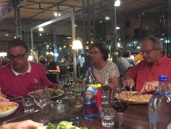 Pizzeria Casavostra: Excellente cuisine et cadre magnifique. La boutique propose de superbes créations ! À découvrir