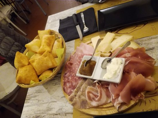 Farina del Mio Sacco: Tagliere affettati e formaggi