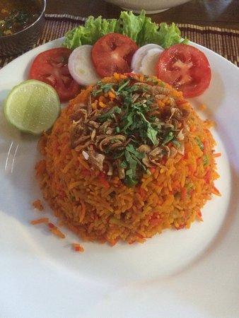What a tasty Indian foods!!!!  Vegetable biryani is so delicious & fresh avocado lassi is very g