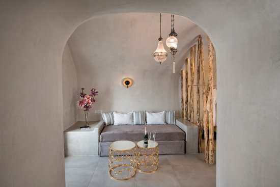 Athina Luxury Suites: Cave Suite