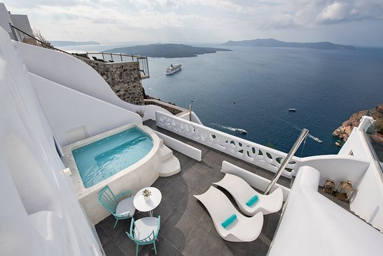 Athina Luxury Suites: Balcony of the Cave Suite