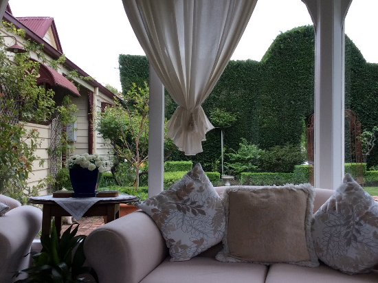 Barnsley House Bed & Breakfast: Conservatory