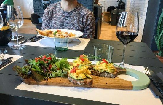 Aubel, Belgique : Lunch : Toast santé et pâtes bolognaise.