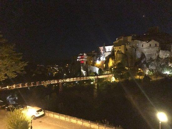 Parador de Cuenca: The old metal bridge to the town