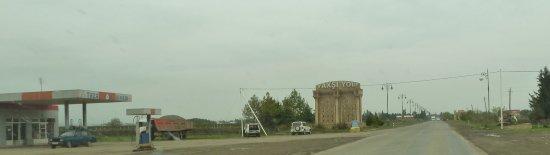 Astara, Aserbaidschan: Jede Stadt hat ihr pompöses Tor
