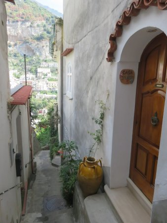 Hotel Palazzo Murat: Walk from first stop above town