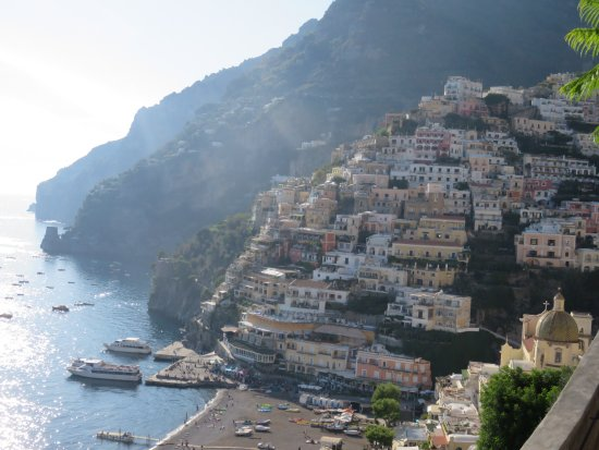 بالاتزو مورات هوتل: Positano from the road above