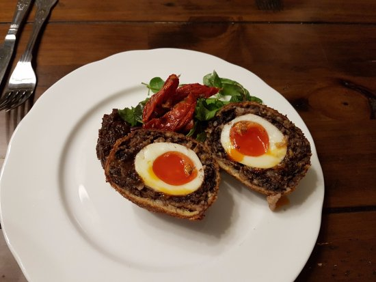 Weston on the Green, UK: Homemade black pudding scotch egg.