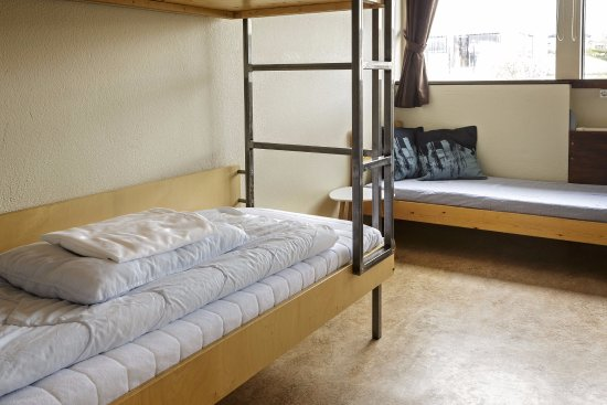Borgarnes, Islanda: 4-5 person room. 2 bunk beds and an extra bed.