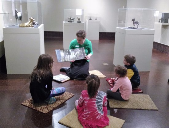 Canajoharie, Νέα Υόρκη: Story Time in the Changing Galleries