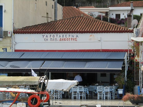 Katakali, Greece: ristorante tipico nel portodi katakalon