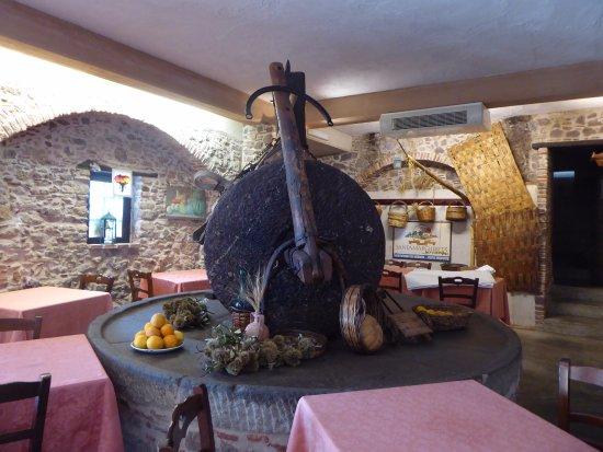 Agriturismo Santa Margherita: A sphereful dining room