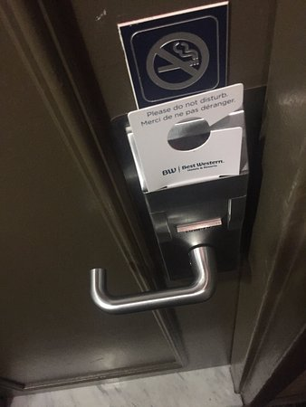 Best Western Ville-Marie Montreal Hotel & Suites : Do not disturb sign that keeps getting ignored