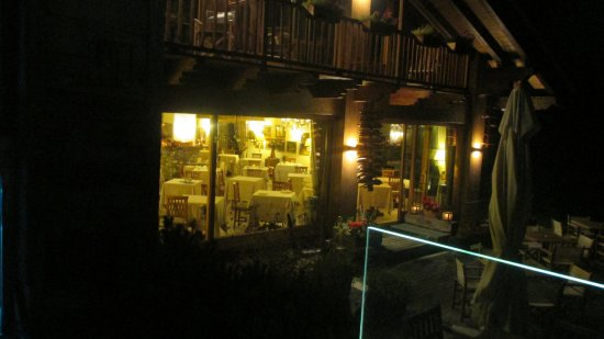 Auberge de la Maison: The dining room from outside