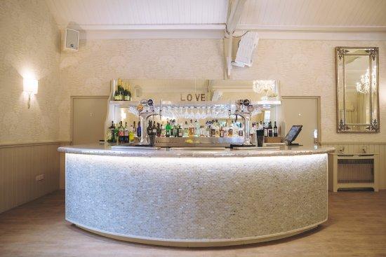 Ravenwood Hall Country Hotel: Edwardian Pavilion Bar