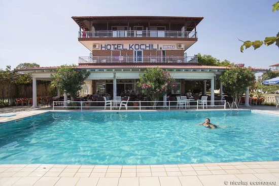 Korinos, Griekenland: The pool and the restaurant