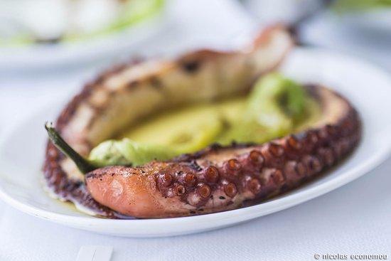 Korinos, Yunanistan: Amazing octopus with vinegar
