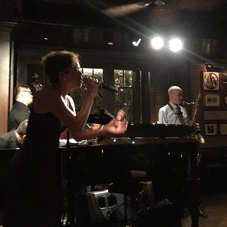 The Bamboo Bar: 재즈 라이브