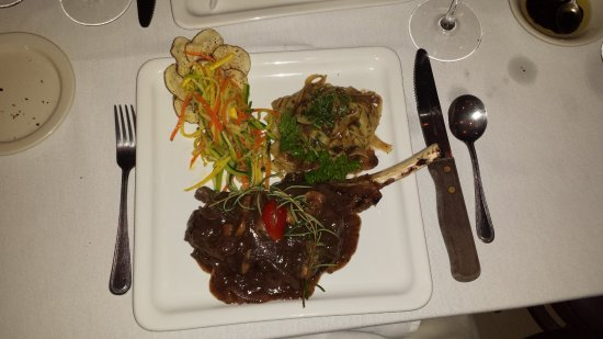 Bunnell, Floryda: Veal Chop, Noodles and Julienne Veges prepared perfectly