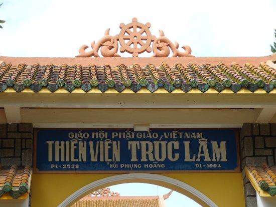 Thien Vien Truc Lam: вход в монастырь
