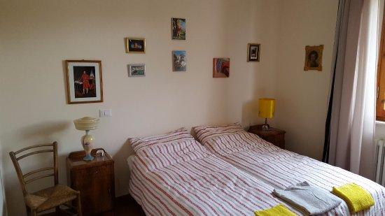 Terontola, Italië: sfeervolle kamer met grote badkamer met ligbad en balkon aan de gang