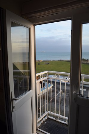 Kingsgate, UK: A 'step out' small balcony to room 503.