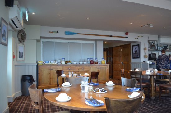 The Botany Bay Hotel: Buffet for cereal and mains served at your table.