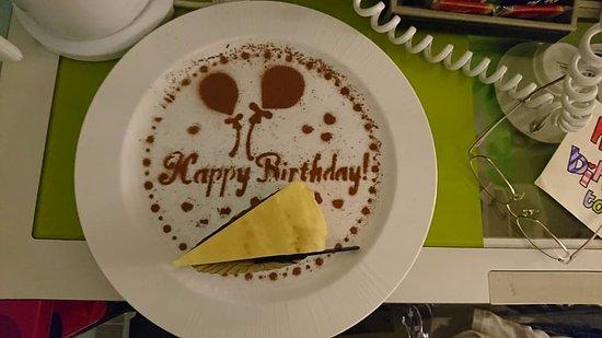 CityInn Hotel - Taipei Station Branch III: 工作人員自己做裝飾的生日蛋糕
