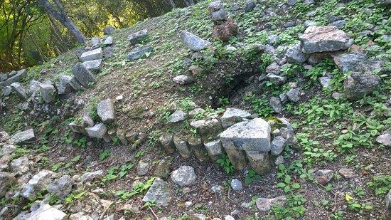 Santa Elena, México: Autentico momtículo maya dentro del Hotel