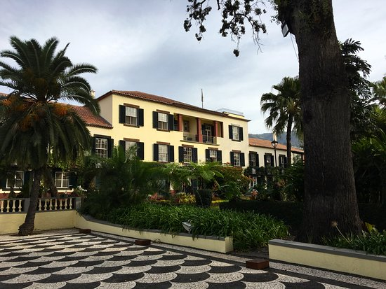 Quinta Jardins do Lago: Hotel from the gardens