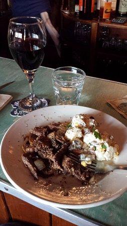 Sagamore, MA: Steak Tips and mashed potatoes!