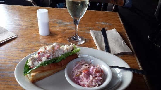 Sagamore, MA: Lobster Roll with slaw!