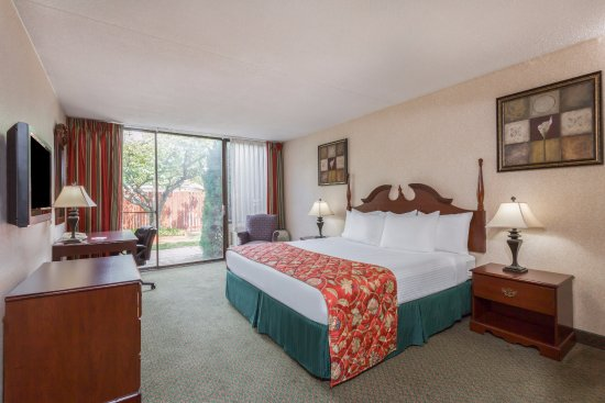 Ramada by Wyndham Triangle/Quantico: King Room
