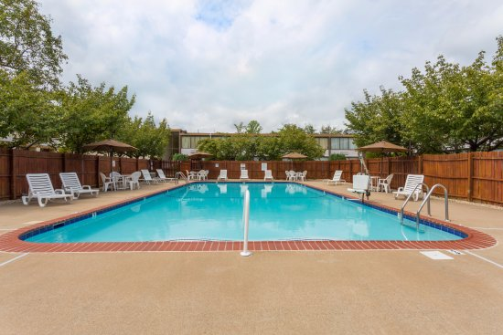 Triangle, VA: Outdoor Seasonal Pool