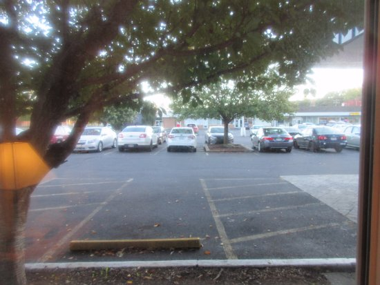Howard Johnson by Wyndham Staunton: Parking lot from room on first floor