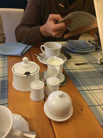 Drumcreehy Country House: Vajilla del comedor
